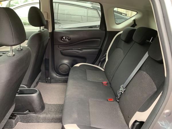 カレコカーシェアノート車内後部座席